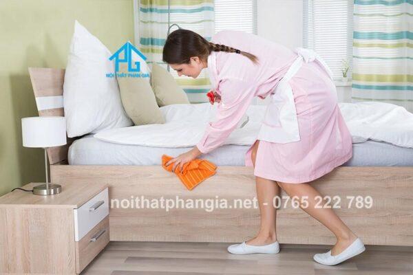 vệ sinh giường ngủ gỗ sồi