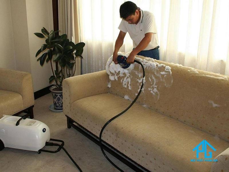 Mẹo làm sạch sofa vải nỉ tại nhà