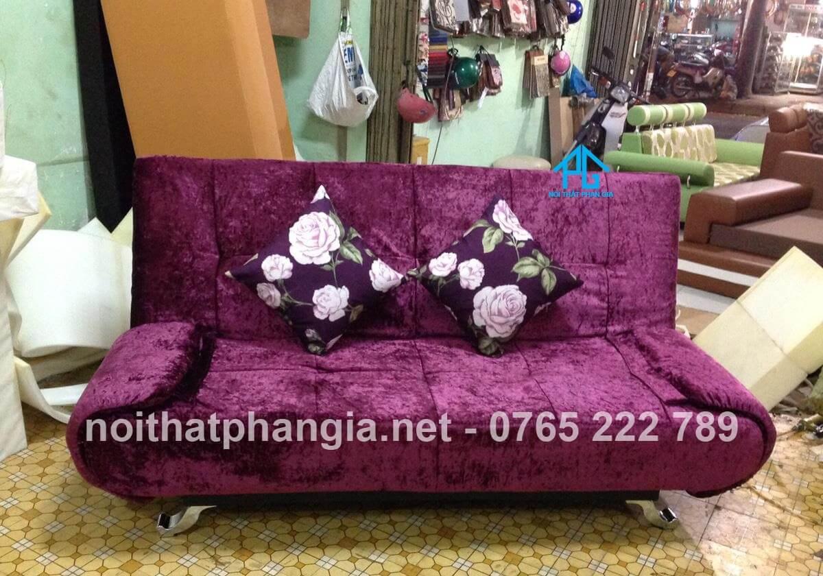 sofa nhung phòng khách lớn;
