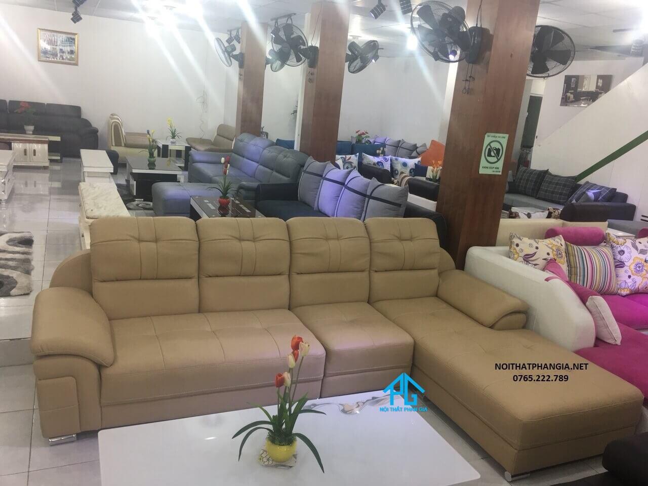 ghế sofa phòng khách hiện đại giá rẻ hcm;