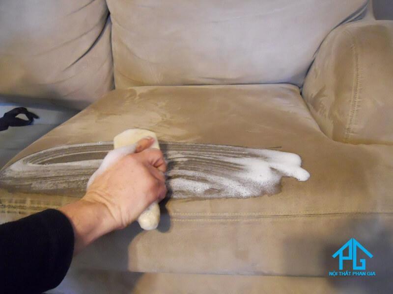 giặt ghế sofa đơn giản