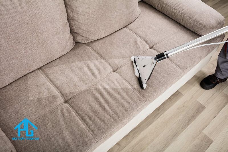 lau khô ghế sofa vải ni