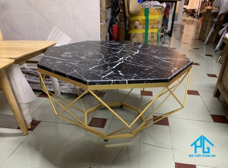 bàn ăn mặt đá marble là gì