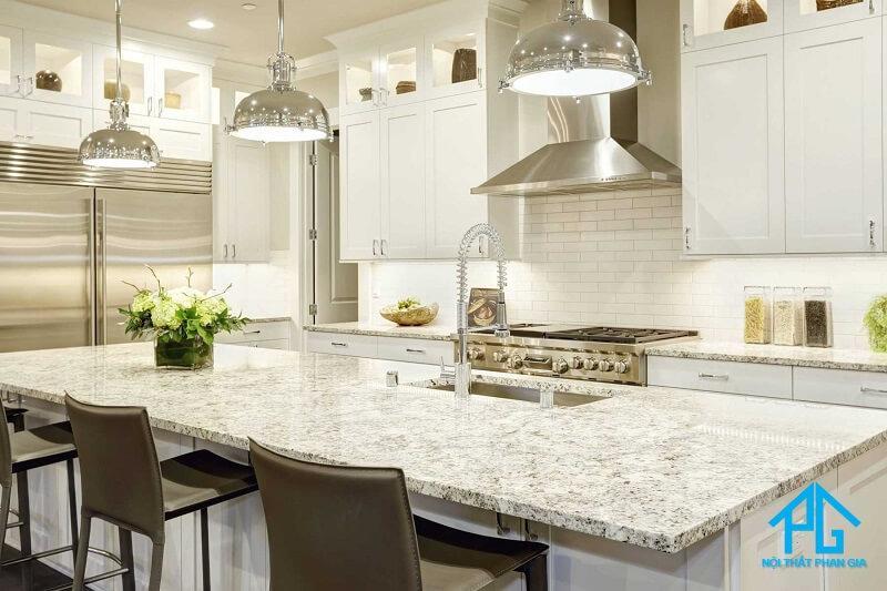 mua bàn ăn mặt đá granite tự nhiên hay nhân tạo