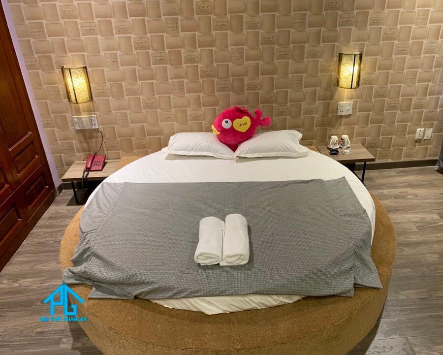 giường đôi khách sạn