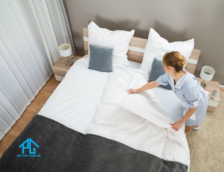 vệ sinh giường ngủ bằng sắt