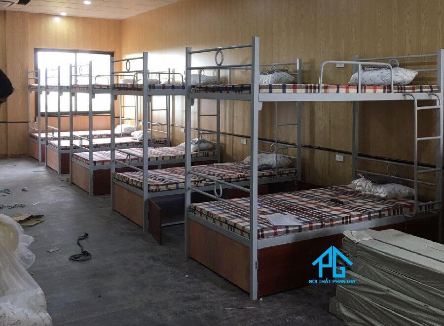 giường tầng kí túc xá