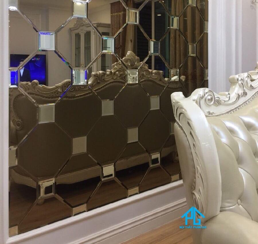 gương tân cổ điển đẹp sau sofa