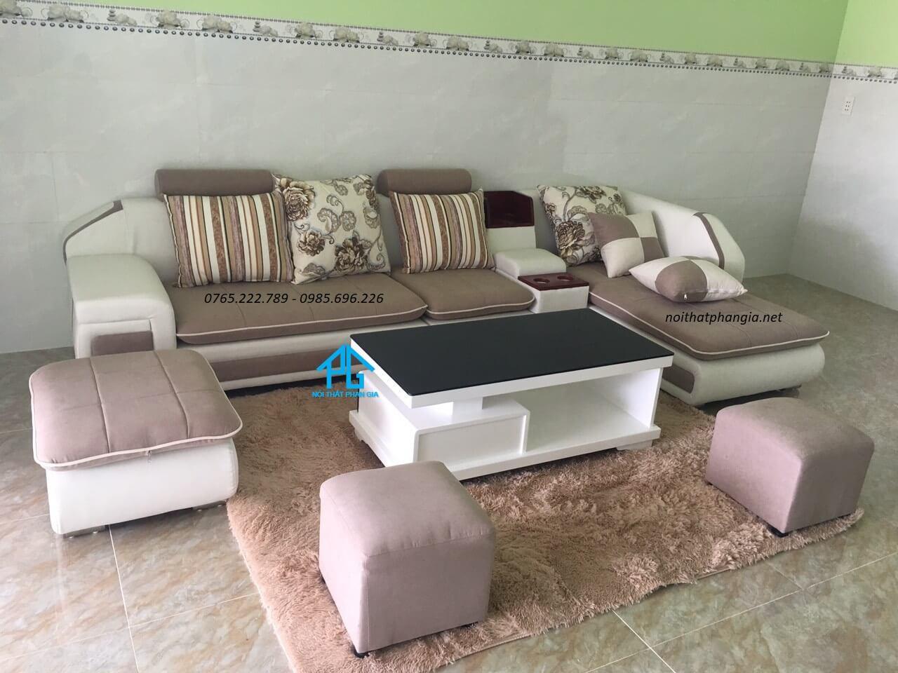 trang trí ghế sofa với gối tựa lưng;