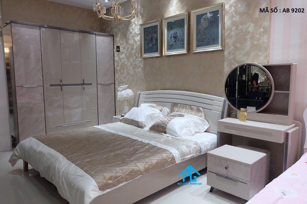 Đồ gỗ Tấn Thành - giường ngủ gỗ tự nhiên Nhơn Trạch