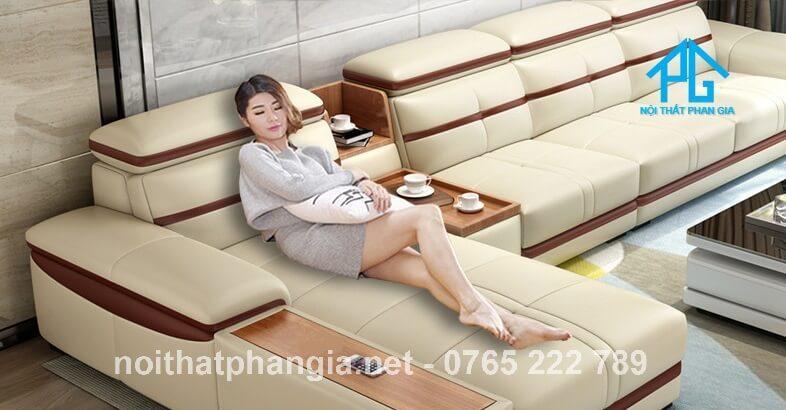người đẹp và sofa da E226
