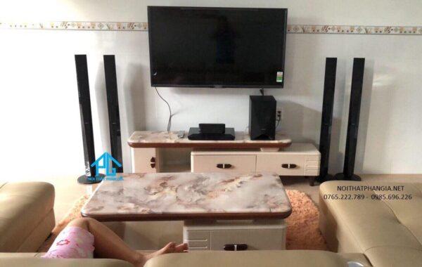 kệ tivi phòng khách độc đáo