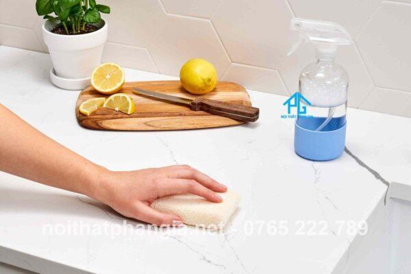 cách vệ sinh bàn ăn mặt đá